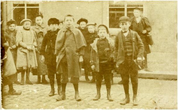 hoek ruiterstraat groep met kinderen 1894