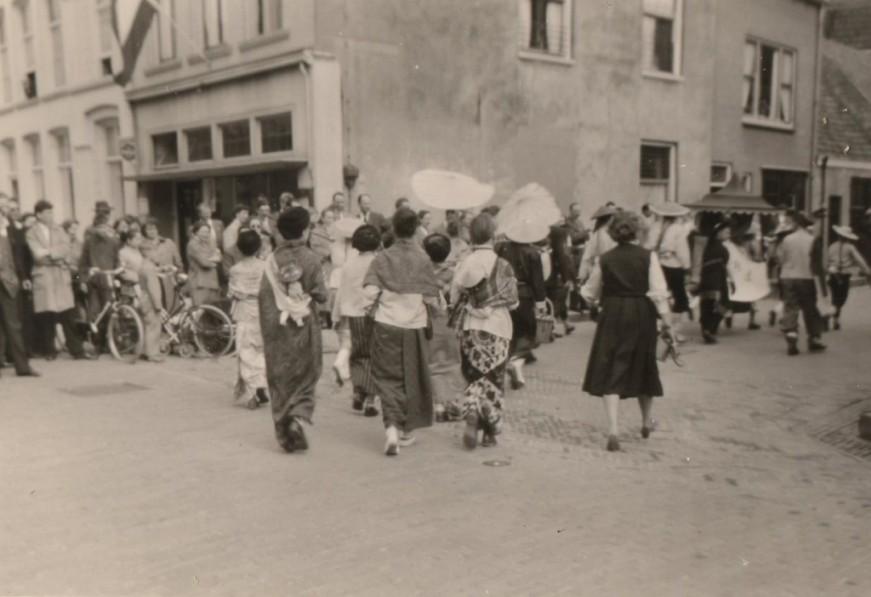 Oranjefeest 1958 hoek Ruiterstraat-Boschstraat