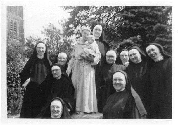 de nonnen in de tuin