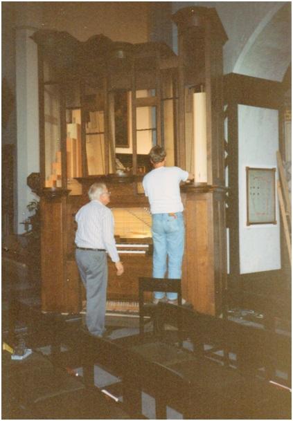 Maarten en Jan aan de opbouw vh orgel