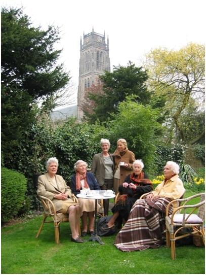 de familie in de tuin op de ruiterstraat