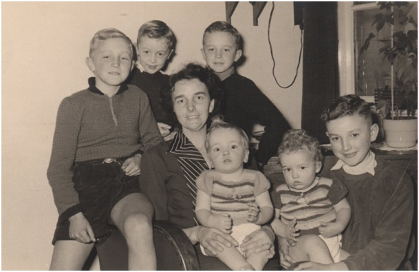 huberta met haar 6 zonen