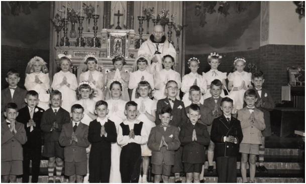 pastoor retel tijdens de 1e communie